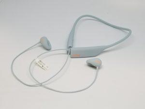 耳を塞がないイヤホン【ambie wireless earcuffs】で映画も会話も楽しみましょう。